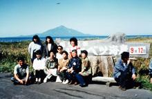 稚咲内の海岸から利尻富士を望む
